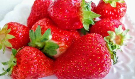 Dojrzałe truskawki - owoce idealne dla osób na diecie