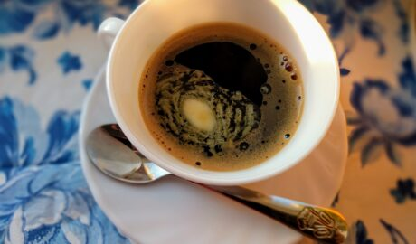 Filiżanka kawy z masłem, czyli kawy kuloodpornej (bulletproof coffee)