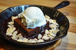 Jak upiec brownie? Przepis na amerykańskie ciasto czekoladowe