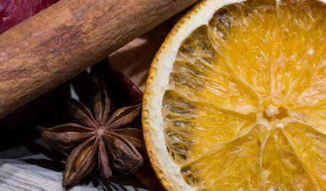 Suszone pomarańcze - tradycyjna dekoracja na Boże Narodzenie