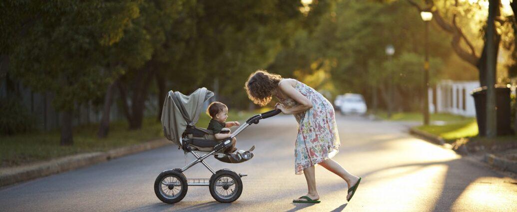 Dziecko w wózku spacerowym