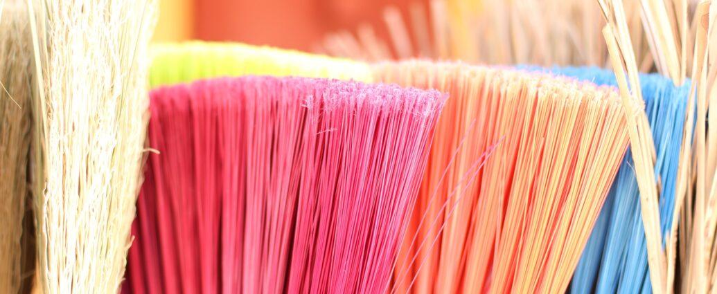 Miotła - akcesoria do sprzątania niezbędne w każdym domu