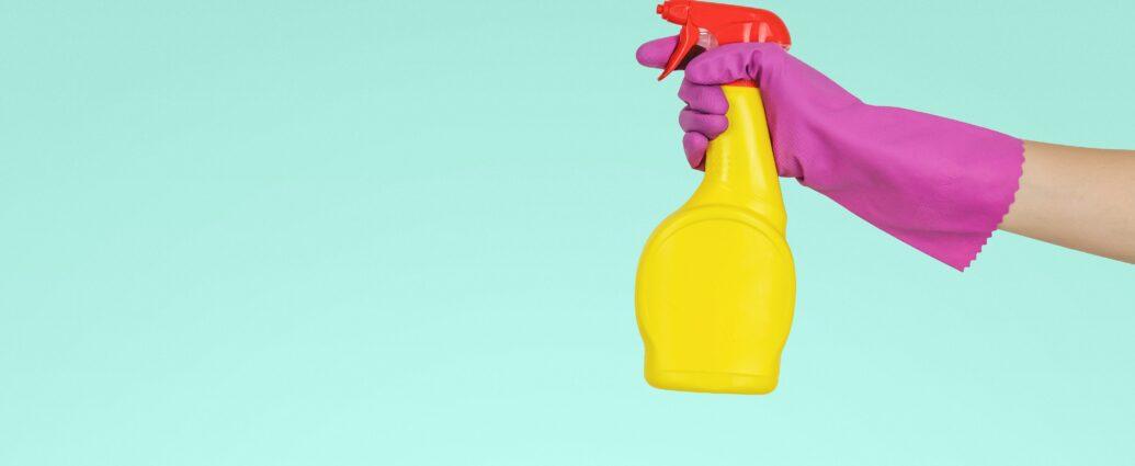 Dozownik z płynem do czyszczenia