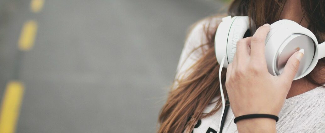 Słuchawki powieszone na szyi mogą wpływać na działanie rozrusznika serca