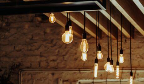 Przedpokój w stylu industrialnym - efektowne oświetlenie