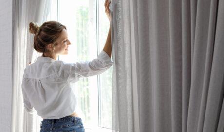 Piękne firany i zaslony na oknie