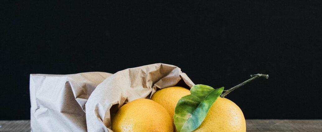 Dojrzałe cytryny przechowywane w papierowej torebce