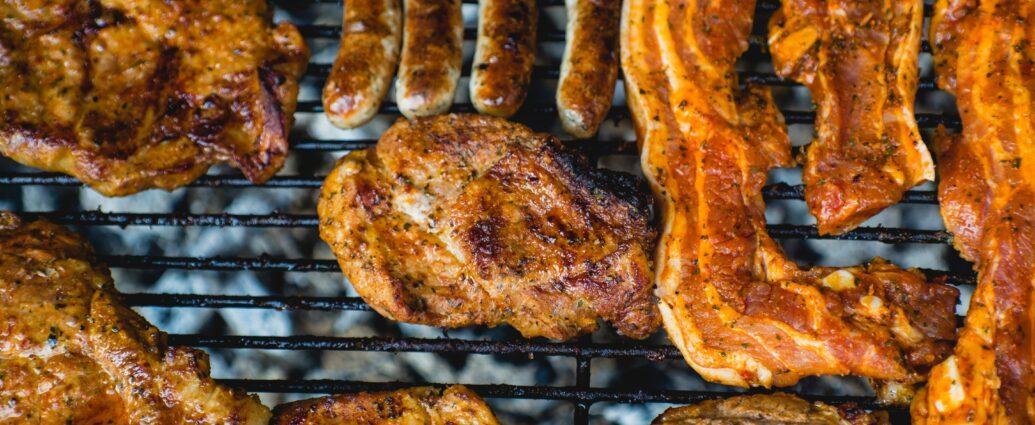 Mięso i kiełbasa na grillu - grillowanie mięsa